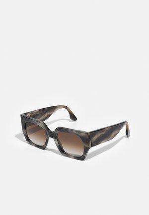 Sunglasses - grey smoke