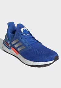 adidas Performance - ULTRABOOST 20 DNA PRIMEBLUE RUNNING - Neutrala löparskor - blue - 3