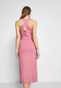 Lost Ink - CROSS FRONT TIE WAIST DRESS - Jerseykjole - pink - 3