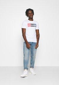 Jack & Jones - JJECORP LOGO TEE O-NECK - Print T-shirt - white - 1