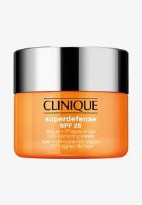 Clinique - SUPERDEFENSE CREAM SPF 25 SKIN TYPE 1/2 - Face cream - - - 0