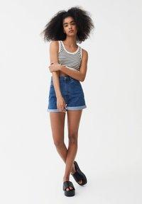 PULL&BEAR - MIT UMGESCHLAGENEM SAUM - Denim shorts - blue - 1