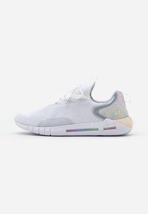 HOVR STRT PRL IRID - Sportovní boty - white/x-ray