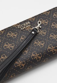 Guess - KAMRYN LARGE ZIP AROUND - Lommebok - brown - 2