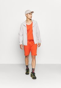 The North Face - SUMMER SHORT - Pantalón corto de deporte - burnt ochre - 1