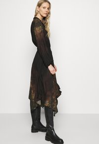Desigual - VEST MILAN - Denní šaty - black - 3