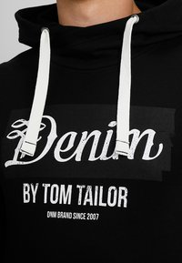 TOM TAILOR DENIM - HOODY WITH PRINT HOOD - Hoodie - black - 4