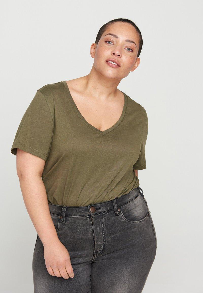 Zizzi - Basic T-shirt - green