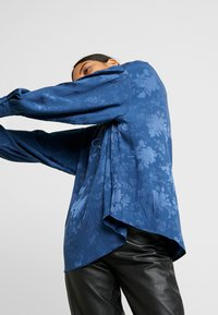 Mos Mosh - IRIS FLOWER BLOUSE - Blouse - dark blue - 5