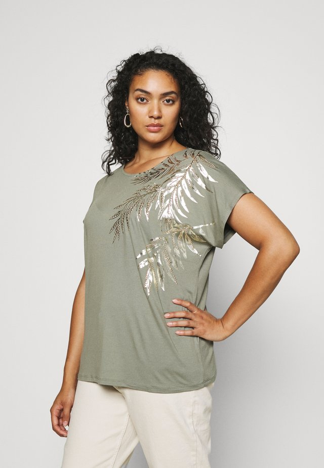 PLACEMENT PALM PRINT CROSS BACK - T-shirt print - khaki