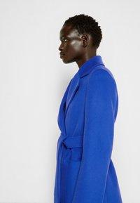 MAX&Co. - SRUN - Short coat - cornflower blue - 4