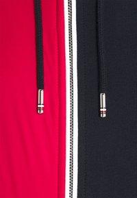 Tommy Hilfiger - MIX MEDIA COLBLOCK ZIP  - Zip-up hoodie - desert sky/primary red/white - 2