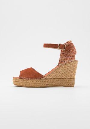 Sandály na vysokém podpatku - arcilla