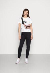 Nike Sportswear - TEE ICON FUTURA - T-shirts med print - white/black - 1
