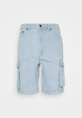 RETRO CARGO - Short en jean - light blue