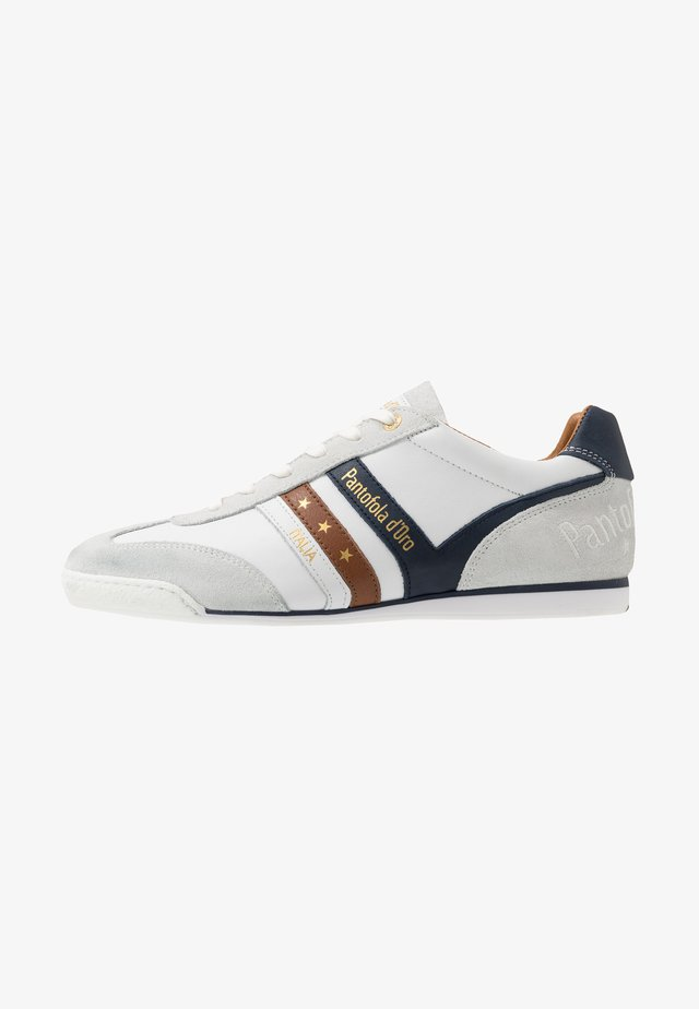 VASTO UOMO - Sneakers laag - bright white