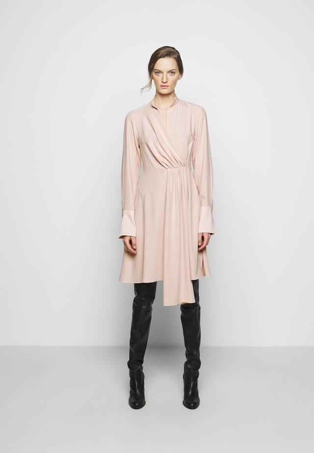DRAPED FLUID CADY MINI DRESS - Vestito estivo - petal pink