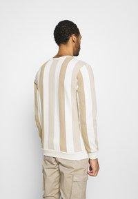 Kings Will Dream - VEDLO CREW - Sweatshirt - dark sand/white - 2