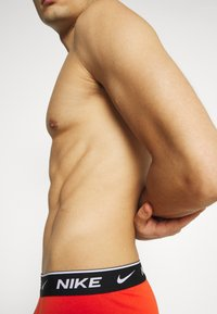 Nike Underwear - DAY STRETCH TRUNK 3 PACK - Onderbroeken - team orange/cargo khaki/black - 4