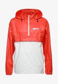 Nike SB - ANORAK PACK HOOD - Windbreaker - vintage coral/light bone/hyper royal - 6