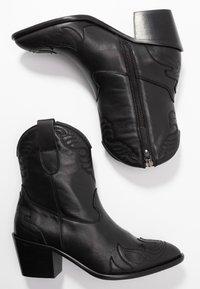 Toral Wide Fit - Cowboy/biker ankle boot - eliseo - 3