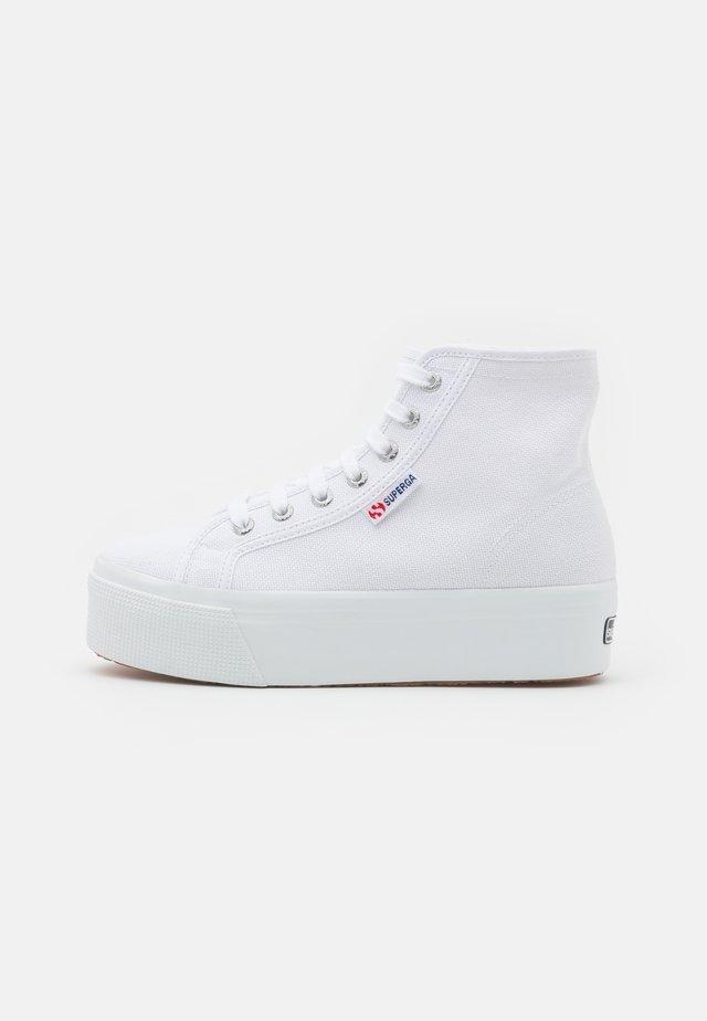 2705  - Baskets montantes - white