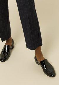 IVY & OAK - Trousers - navy check - 3
