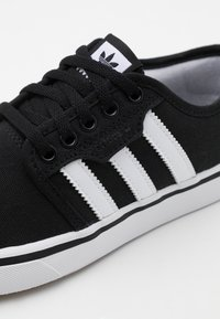 adidas Originals - SEELEY SPORTS INSPIRED SHOES - Sneakers basse - core black/footwear white - 5