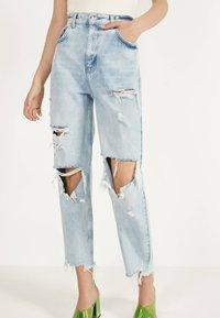 Bershka - MIT RISSEN - Jeans Straight Leg - blue - 3