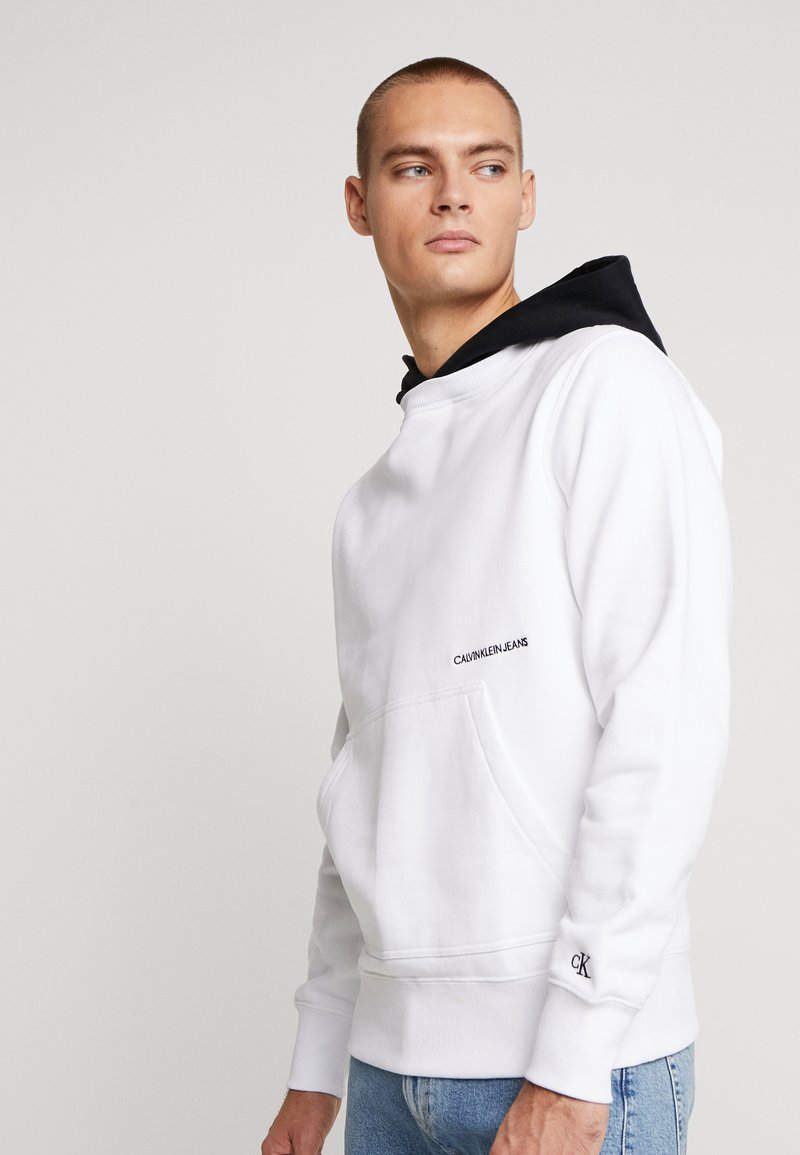 Calvin Klein Jeans - CONTRASTED HOODIE - Mikina skapucí - bright white/black