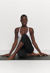 Deha - LEGGINGS 3/4 - 3/4 sports trousers - black - 1
