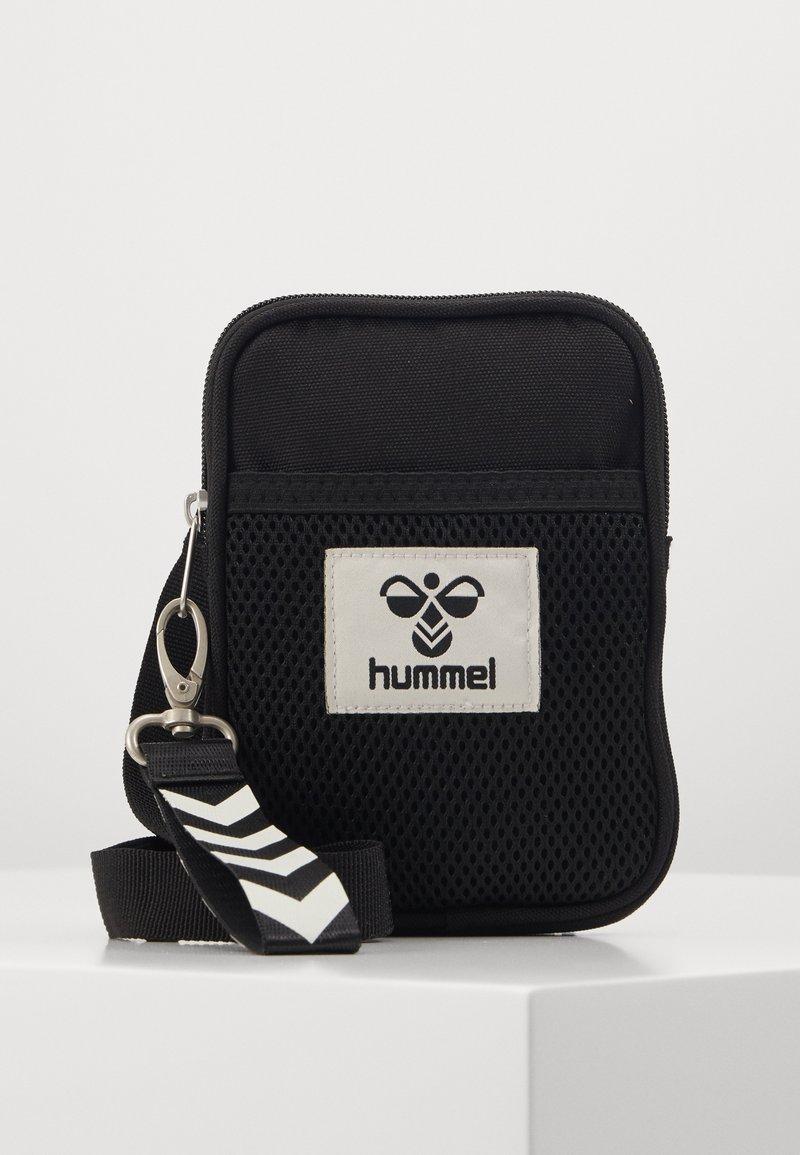 Hummel - HMLELECTRO SHOULDER BAG UNISEX - Torba na ramię - black