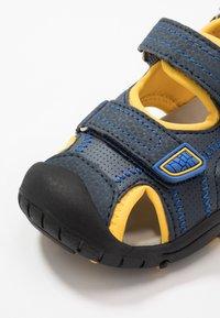 Kamik - SEATURTLE 2 - Walking sandals - navy/citrus/marine/agrumes - 5