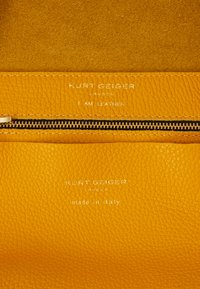 Kurt Geiger London - VIOLET HORIZONTAL TOTE - Tote bag - mustard - 4