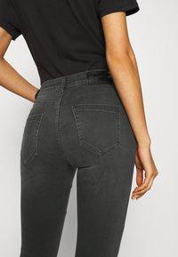 ONLY - ONLBLUSH CUT LIFE - Jeans Skinny Fit - dark grey denim - 5