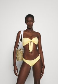 Seafolly - SPLASH DOT TWIST TIE FRONT BANDEAU - Bikini top - lemon butter - 1