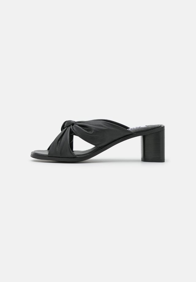 JENNA - Slip-ins med klack - black