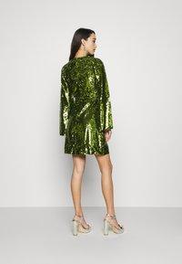 Fashion Union - THUMBELINA - Cocktailkjoler / festkjoler - green - 2