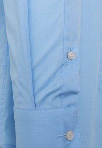 Calvin Klein Tailored - STRETCH SLIM SHIRT - Formal shirt - blue - 2