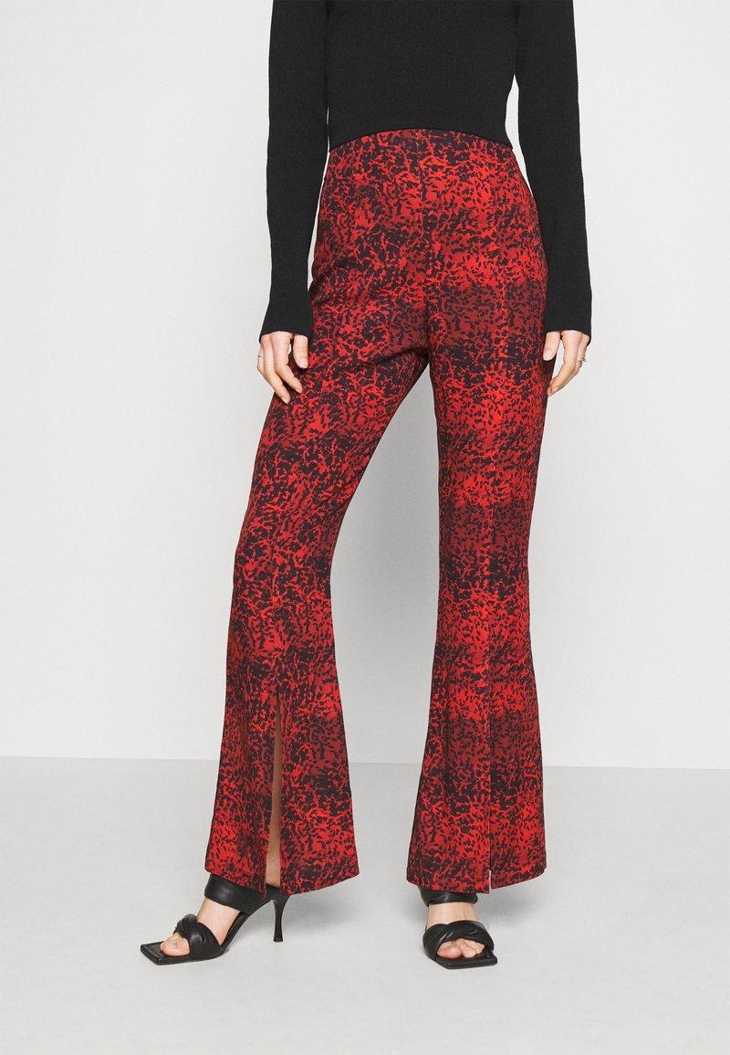 Milk it - TROUSER FRONT SPLIT DETAIL - Trousers - red/black