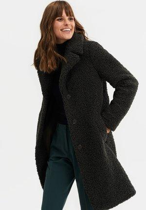 LANGE TEDDY - Classic coat - dark green