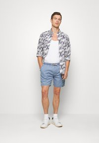INDICODE JEANS - DRUMMONDVILLE - Denim shorts - mid indigo - 1