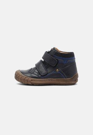 NAIK - Zapatos con cierre adhesivo - blue