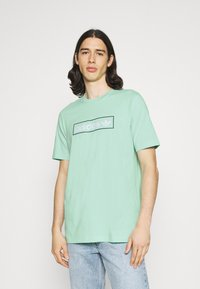 adidas Originals - LINEAR LOGO TEE - Camiseta estampada - clear mint - 0