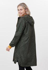 Tom Joule - Winter coat - dunkelgrün zebra-print - 2