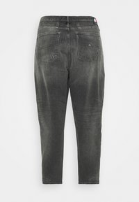 Tommy Jeans Curve - MOM JEAN - Relaxed fit jeans - tova grey com - 6