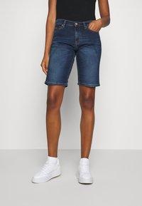 Tommy Jeans - MID RISE BERMUDA - Jeans Short / cowboy shorts - dark blue - 0