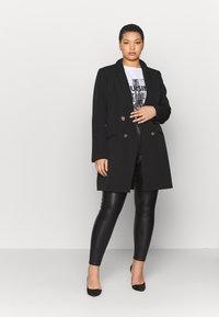Simply Be - HIGH WAIST COATED SKINNY - Pantalón de cuero - black - 1