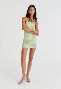 PULL&BEAR - Pletené šaty - green - 1