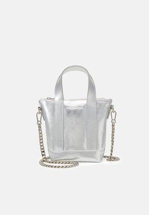 NANO MATKURI BAG - Bandolera - silver